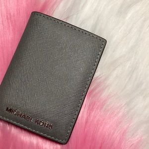 Michael Kors gray phone charging wallet